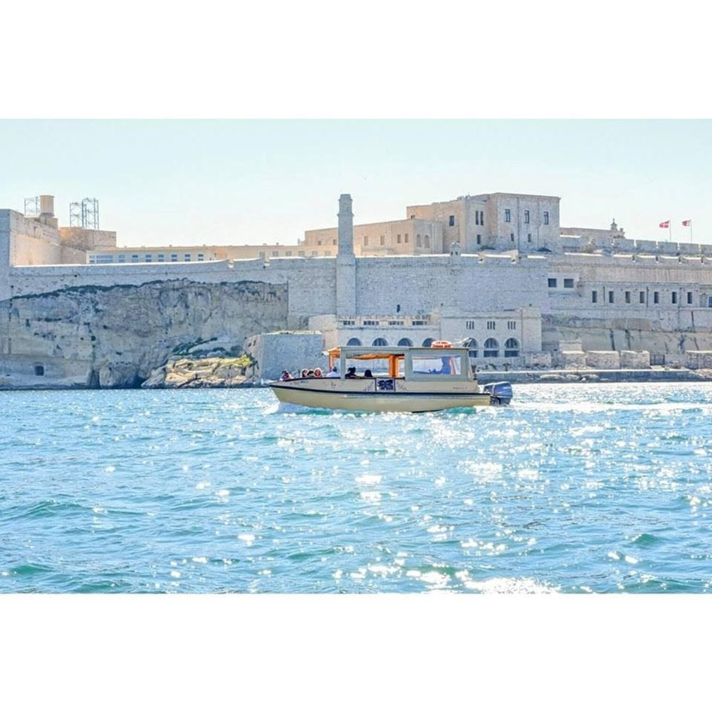 Rent / charter Motor Boat for Boat Diving, Boat Parties, Comino Trips, Fishing Trips, Full Day Tour, Half Day Tour, Harbour Cruise & Private Charter in Malta & Gozo - Floating Lounge